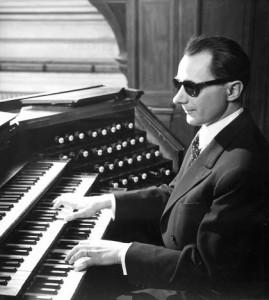 gaston-litaize-aux-claviers-de-l-orgue-de-saint-françois-xavier-à-paris